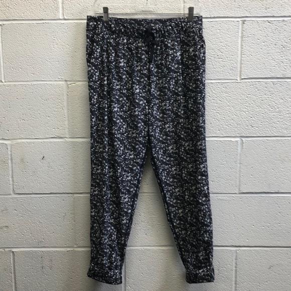 lululemon athletica Pants - Lululemon black &white loose pant sz 8 62605